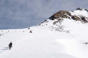 厳冬期の八ヶ岳の硫黄岳に登山キャンプ